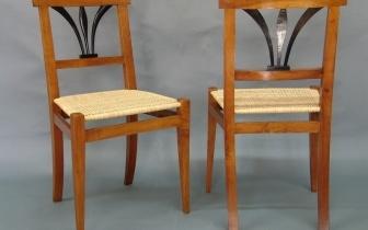 Stuhlpaar aus Pflaumenholz mit Geflecht, nach Restaurierung.JPG