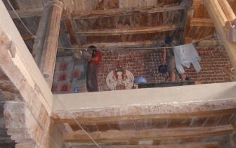 Konservierungsarbeiten im Tsatsapuritempel, Alchi, Indien.JPG